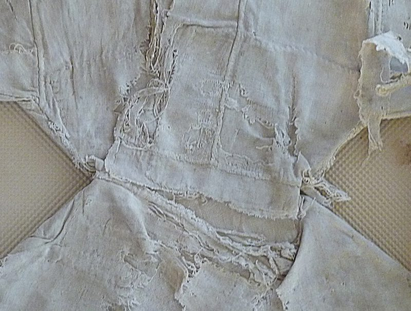 Close-up of the waist of the child's kaftan